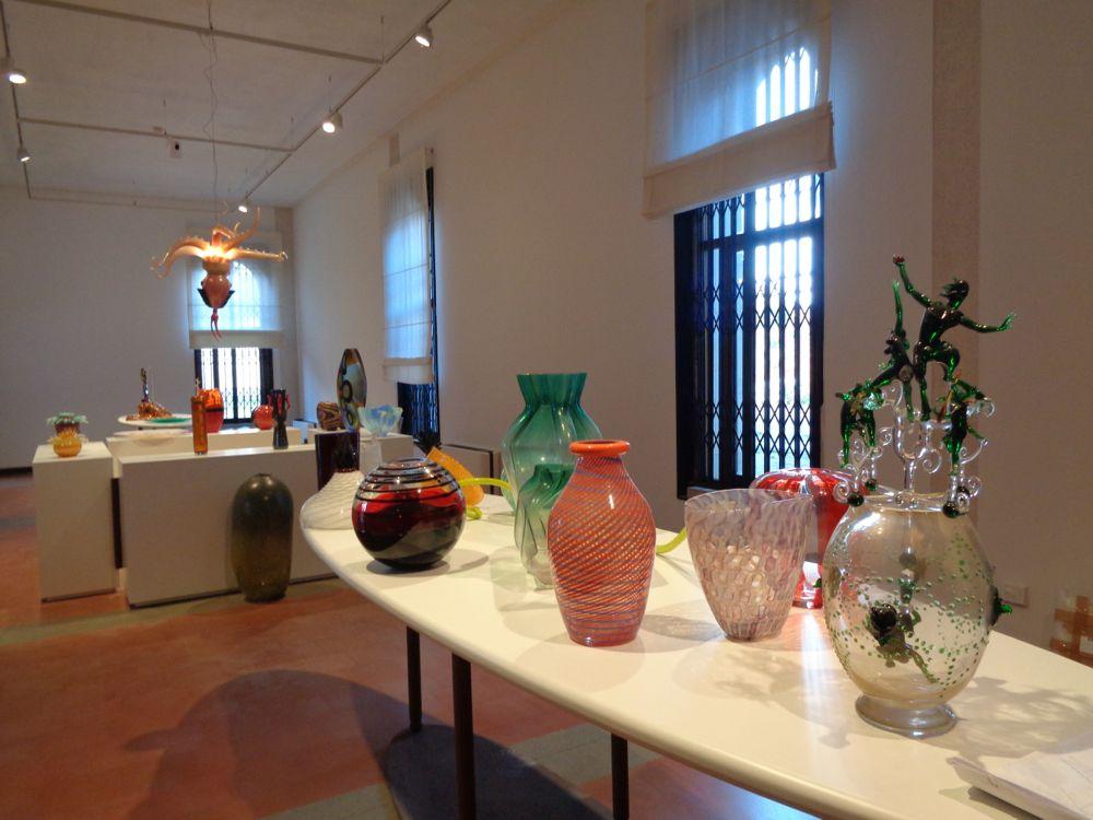 Sala Marie Brandolini con i vetri del Novecento e di artisti e designer contemporanei.